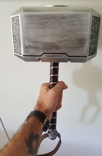 купить Collection Cosplay The Avengers Thor 1:1 simulation Resin hammer toy child adult costume party Thor hammer replica model toys по цене 2637.81 рублей