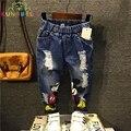 Crianças Calças Novas 2017 Meninos Meninas Jeans Crianças Dos Desenhos Animados Buraco Quebrado Calças Jeans Da Moda Bebê Calças Infantis de Alta Qualidade B013