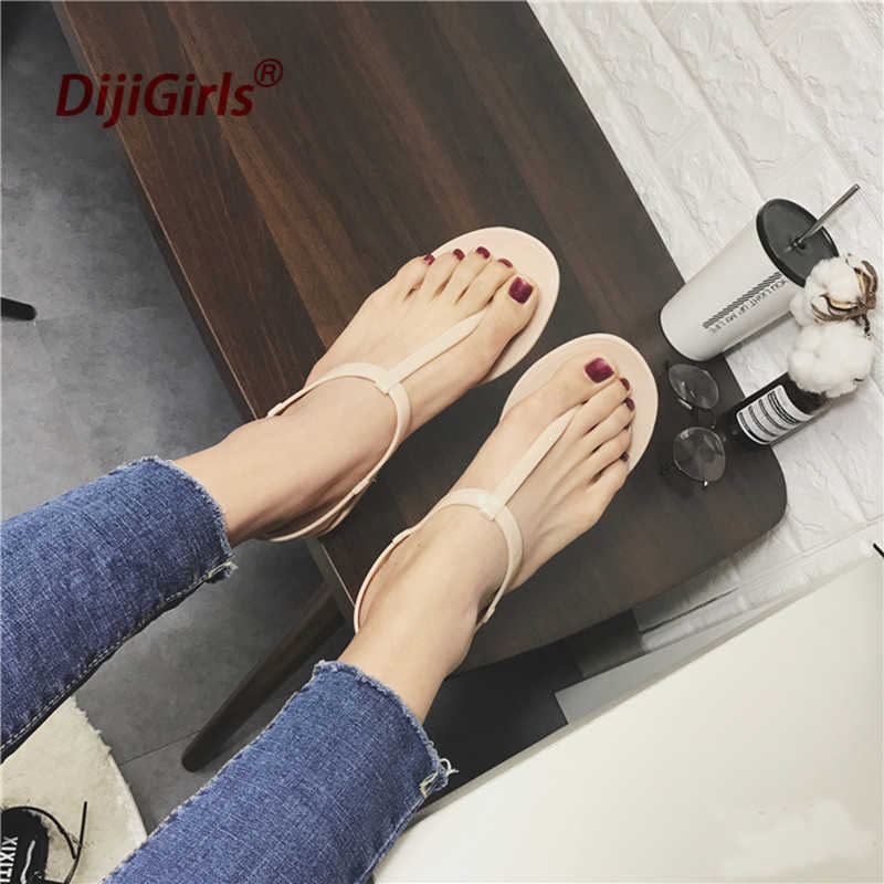 5e92e32210d4 ... 2018 New Europe Fashion Summer Simple Sandals lady T-shaped Flat  Sandals Toe Sandals Jelly ...