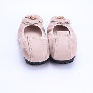 Image 4 - Bailarinas de piel auténtica para mujer, zapatos informales de punta redonda con adorno de flores, para primavera y otoño, 2021