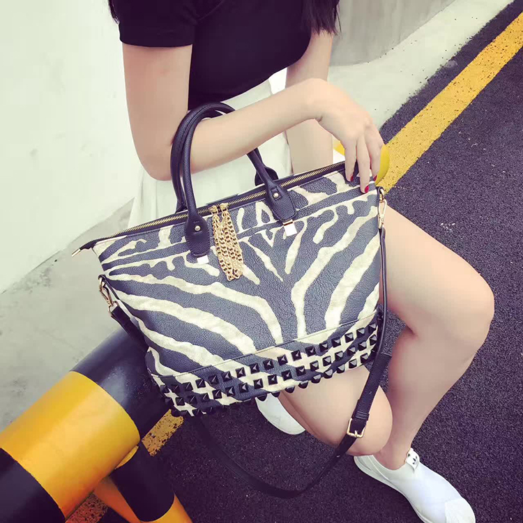 2017 Rivet Zebra skin animal printing PU leather women's handbag shoulder bag messenger bag Tote shopping bag zipper closure