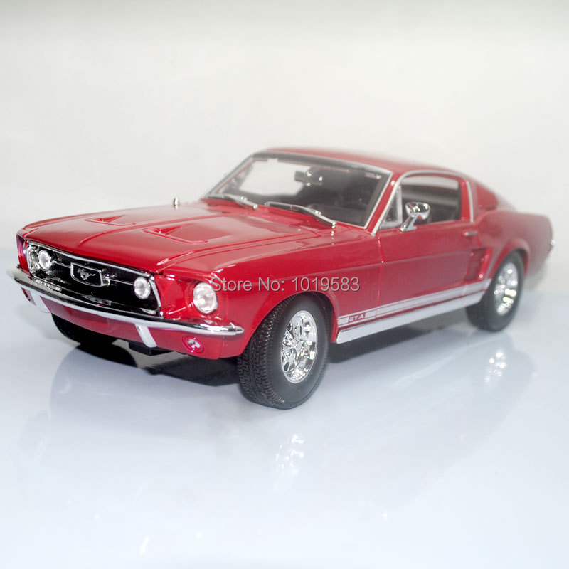 ФОТО YJ 1/18 Scale Vintage Car Model Toys Classical 1967 Year Ford Mustang Diecast Metal Car Model Toy For Gift/Collection