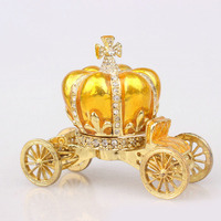 Pumpkin Crowm Car Simulation Figurine Retro Home Decoration Crystal Cross Car Souvenir Gift Magnet Metal Crafts