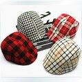 Envío gratis 2014 primavera y otoño niños boinas moda a cuadros sombreros para bebé niño y niña sombrero y del casquillo 15 colores