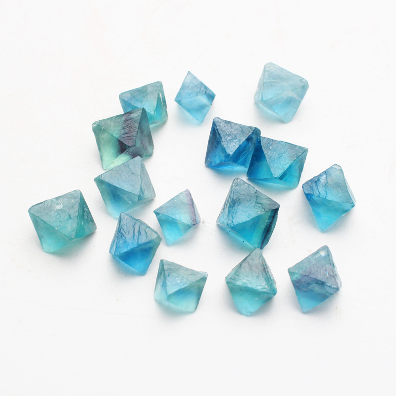 1000g Natural octahedral blue fluorite is the original stone of small granule ore.