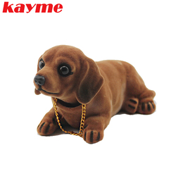 Kayme رئيس مزركشة الكلب لوحة سيارة دمية السيارات يهز رأسه لعبة الحلي الايماء الكلب سيارة الداخلية المفروشات الديكور هدية