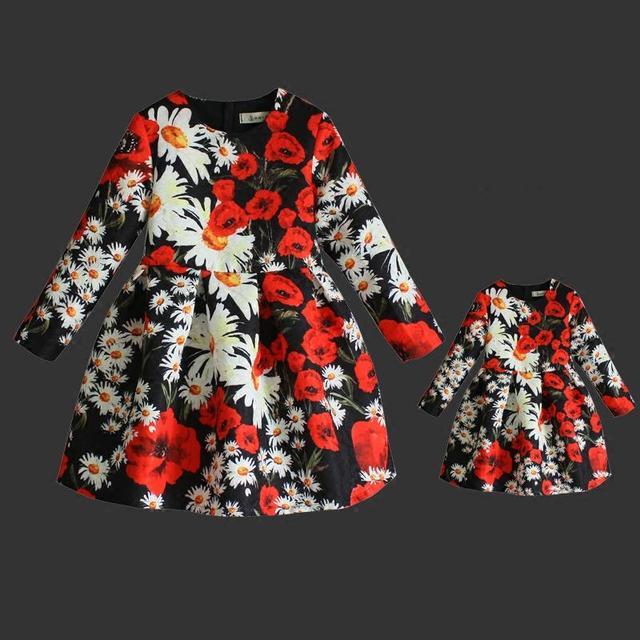 Весна Бренд Англии стиль цветочный принт дети цельный платье плиссированные юбки семья посмотрите одежда мать и дочь долго платья
