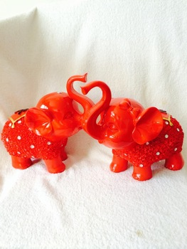 Resin crafts romantic couples explosion models Lucky pig ornaments wholesale wedding gifts , home accessories 9607