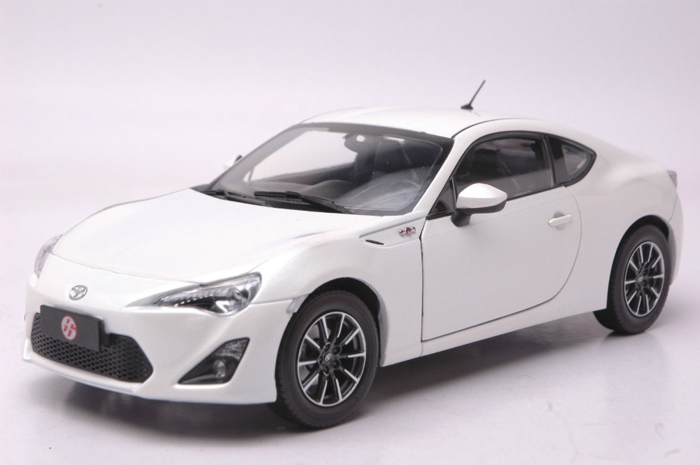 1:18 Diecast Model for Toyota GT86 White Coupe SUV Alloy Toy Car Collection Gifts GT 86 1 18 diecast model for toyota ez verso black hatch back alloy toy car collection gifts fuv