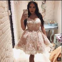 2017 новых прибытия короткие кружева аппликации колен пром dress с плеча возлюбленной petite пром платья горячие продажа