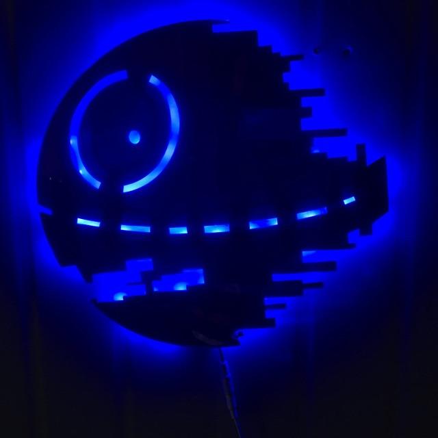 US $45.99  Kreative USB Star Wars Todesstern Spiel Thema Spiegel Licht  Bunten Fernbedienung LED Wandleuchte Wohnzimmer Dekoration Beleuchtung in  ...