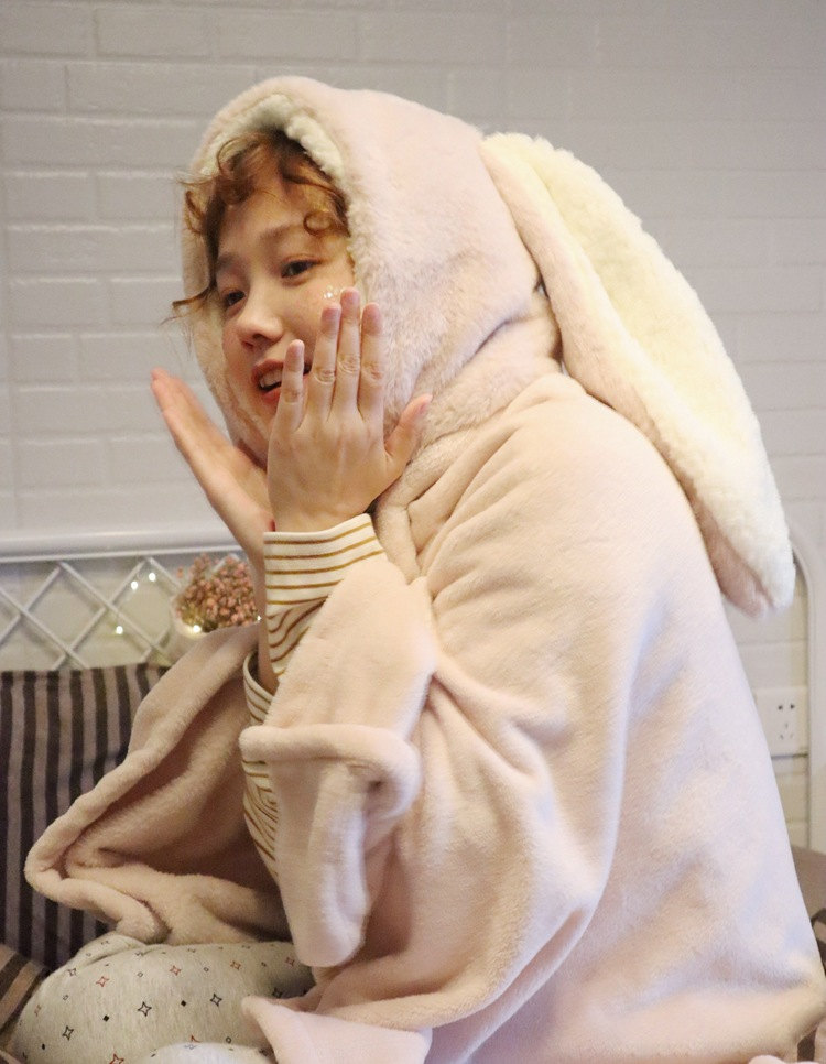 Cute Pink Comfy Blanket Sweatshirt Winter Warm Adults and Children Rabbit Ear Hooded Fleece Blanket Sleepwear Huge Bed Blankets 50