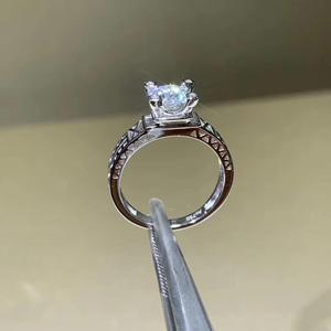 Image 2 - עגול כסף Moissanite טבעת 1ct D VVS יוקרה Moissanite Weding טבעת לנשים