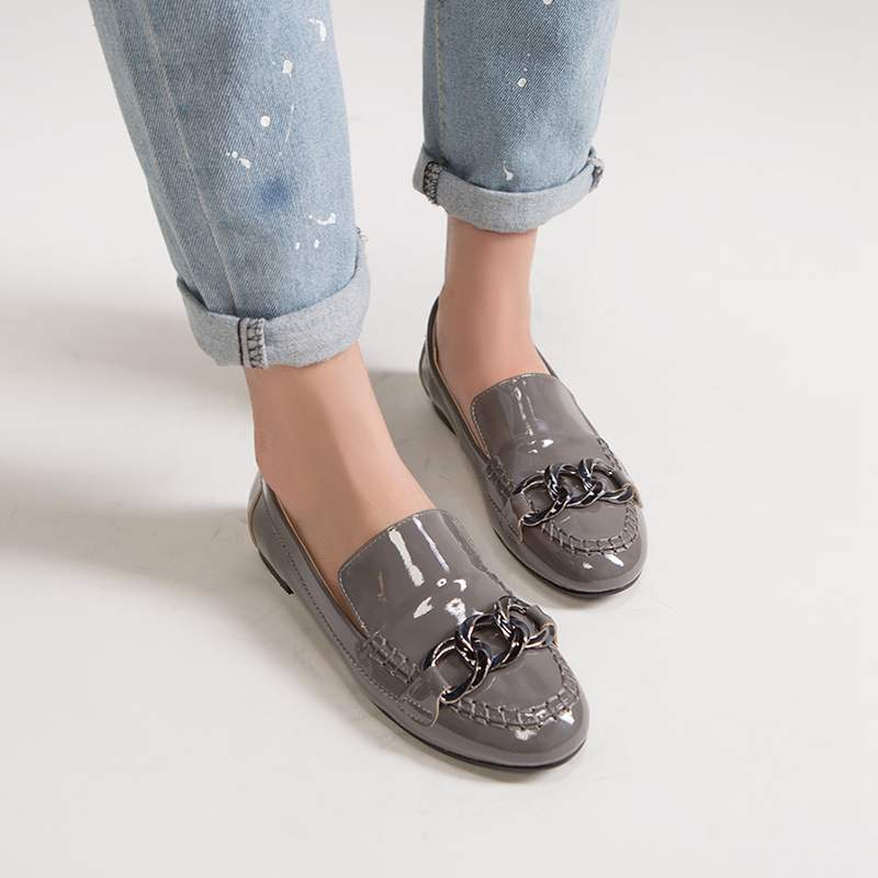 ФОТО Genuine Leather Women Brand Shoes Solid Flats Round Toe Loafers Classic Preppy Style Metal Chains Driving Cozy Slip on Shoes 42