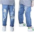 2017 Весной Детские Мальчики Девочки Жан Брюки Плед Рваные Джинсы Мода Высокое качество Дети Брюки 1-5Yrs Детские Брюки Брюки