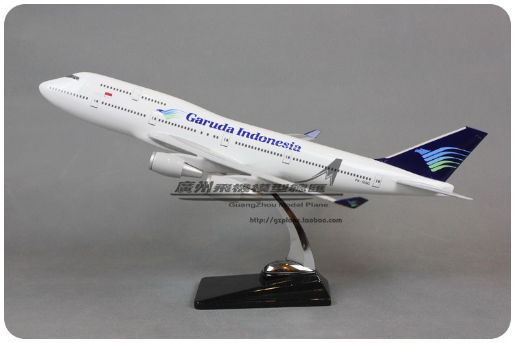 47cm Resin Boeing 747 Indonesia Airplane Model Garuda Indonesia Airlines B747-400 Airbus Aircraft Airways Model Stand Craft Toy 1 400 jinair 777 200er hogan korea kim aircraft model