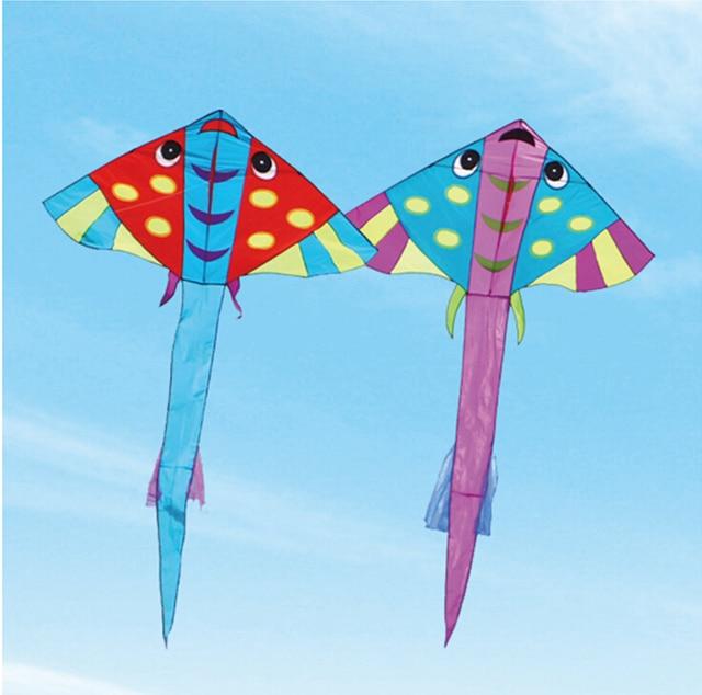 O envio gratuito de alta qualidade grande rainbow fish kite com hanldle carretel de linha de nylon ripstop pipas voando brinquedos para crianças animais pipa