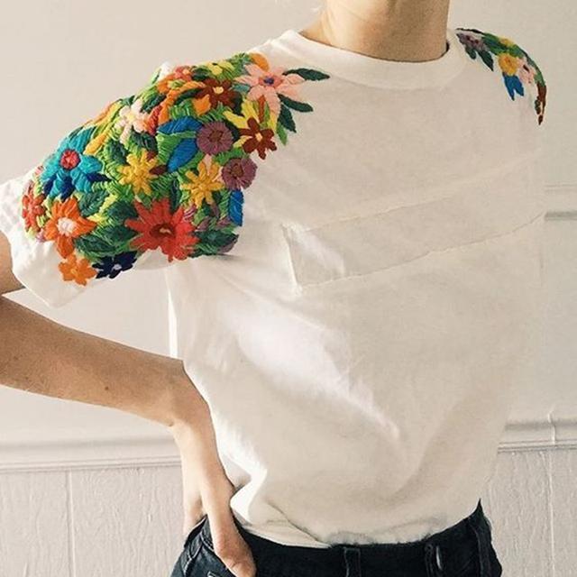 Moda 2017 Manga Curta Regular Floral T-shirt O-pescoço de Algodão de Verão Mulheres Bordados Camisetas Topos
