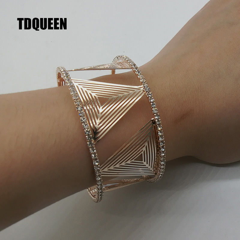 Detail Feedback Questions about Luxury Fashion Bracelets Bangles Rose Gold  Color Triangle Bracelet Crystal Rhinestone Round Open Cuff Bracelets for  Women on ... b640947c1777