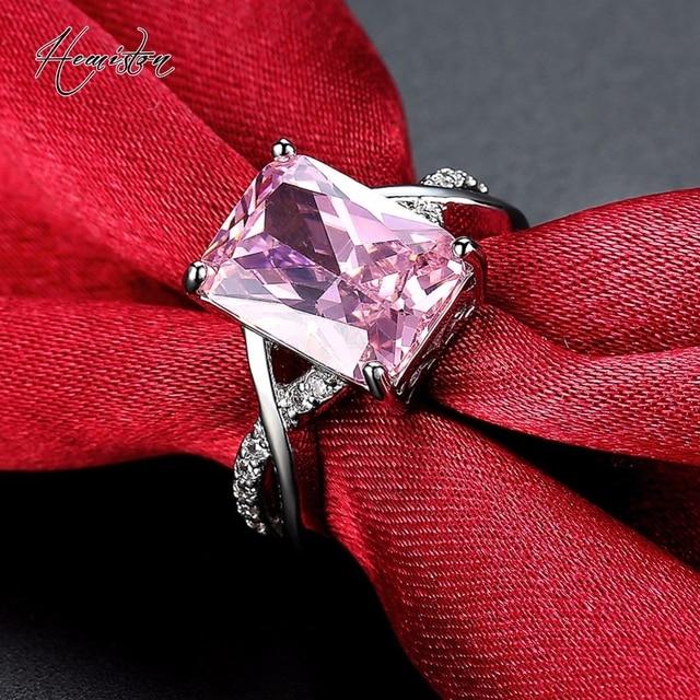 Купить женское кольцо серебристого цвета с розовым фианитом