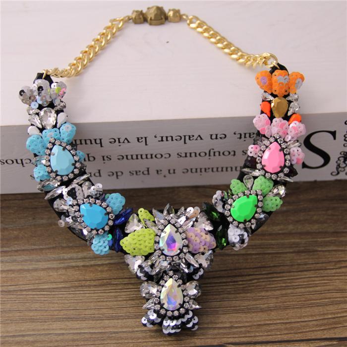 Femmes Europe femme couleur mélangée perles mode exquis Joker clavicule accessoires court necklace710