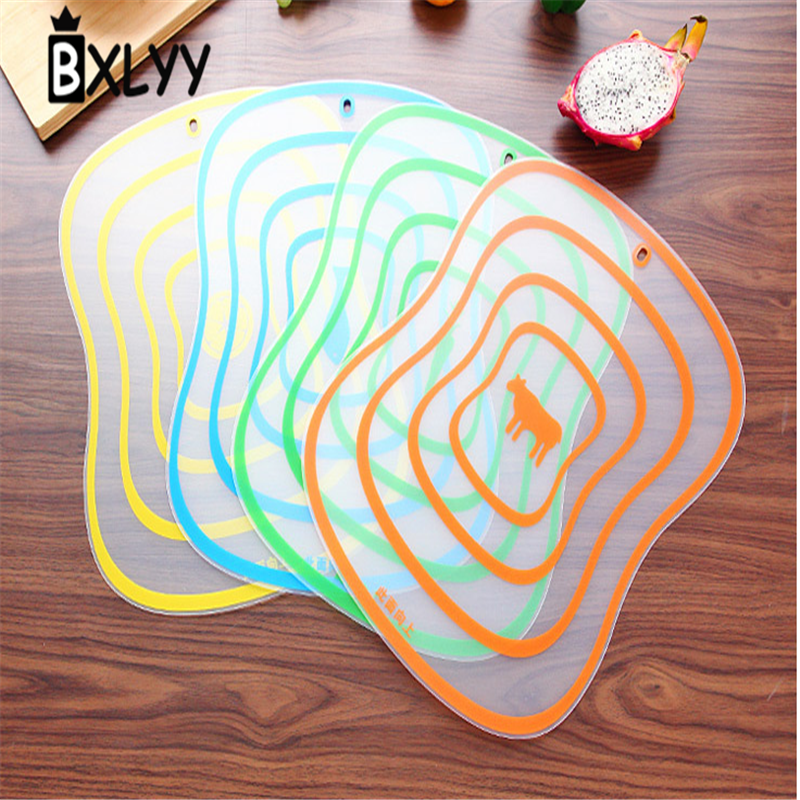 BXLYY Multi-Color Plastic Cutting Fruit and Vegetable Board Anti-slip Kitchen Fruit Chopping Plate Reusable Hygiene Safety.7z
