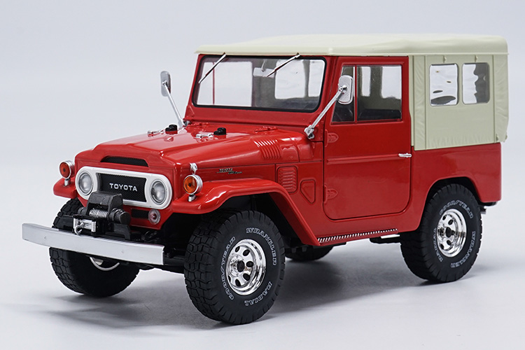 1:18 Diecast Model for Toyota Land Cruiser FJ140 1977 Red Alloy Toy Car Miniature Collection Gift