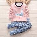 Los niños del bebé pijamas pijamas ropa interior de abrigo muchachas de los bebés del juego de los niños pijamas de dibujos animados de invierno ropa de dormir 2 unids/lote