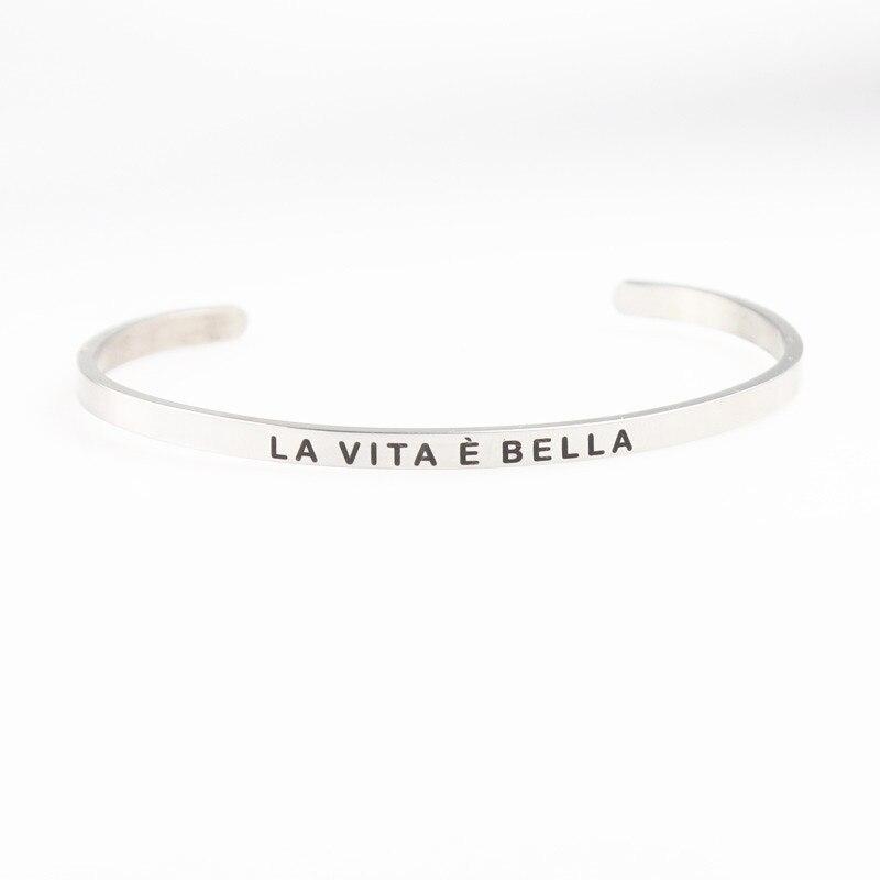 Нержавеющаясталь гравировкой LA VITA e Bella мантра браслет положительный вдохновляющие цитаты ручной печатью манжета День матери подарок