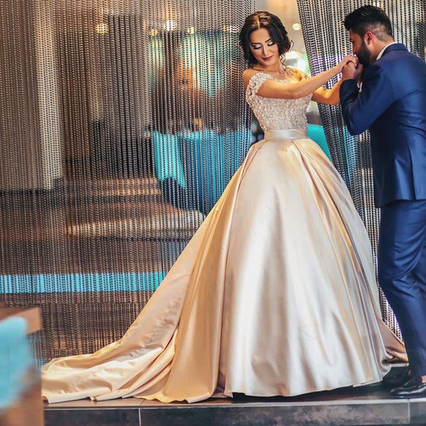 2019 Champagne Ball Gown Quinceanera Dresses Off Shoulder Appliques Lace Satin Plus Size Saudi Arabic Prom Dresses Sweet 15 16