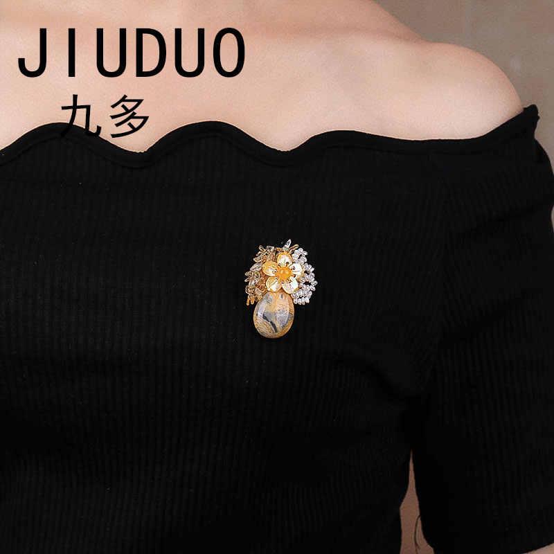 日本語と韓国語版のファッション蝶コサージュパールクリスタルブローチ女性大別スカーフ控除ショールバックル swea