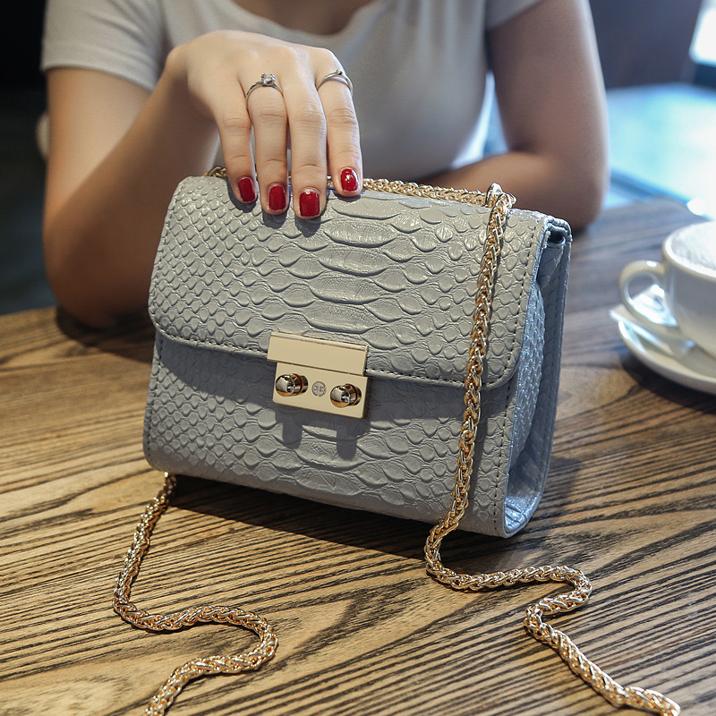 2018 New Female Package Tide Korean Version Of The Simple Fashion Crocodile Pattern Chain Small Square Bag Shoulder Messenger Ba