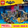 Lepin 07052 New 1047Pcs Genuine Batman Movie Series 70909 Batcave Break-in Building Blocks Bricks Education Toys To hold blocks