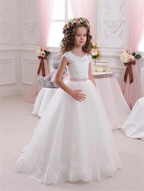 Stunning Sleeveless Holy Communion Dresses Cream Kids Floor Length Ruffles  Lace Satin Tulle Ball Gowns Girls 07f54ca8230e