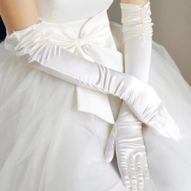 O vestido de casamento da noiva luvas projeto longo luvas duplas de pérolas longo st26