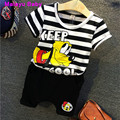 Malayu Bebê 2016 verão nova moda da menina do menino dos desenhos animados letras impressas terno listrado (listras T-shirt dos desenhos animados + calças) 2-7 Y