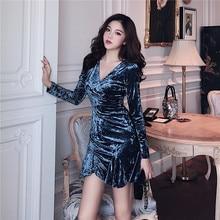 0aa03950f الشتاء خمر مثير المرأة ملابس طويلة الأكمام القطيفة البسيطة فساتين قصيرة  الأزياء امرأة فستان بفتحة عنق على شكل v vestidos feminin.