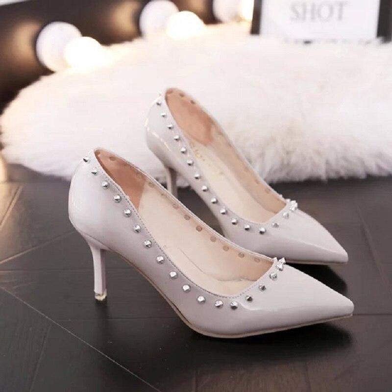 Новый 2017 личность острым высокий каблук резиновые заклепки жемчужно-светло модная женская обувь