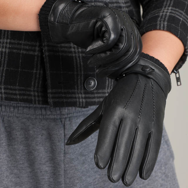 5d55e06c243ed Free Shipping Fashion Luxury Men Leather Gloves Button Wrist Solid Winter  Warm Lined Driving Gloves With 3 Lines Ku 015-in Men's Gloves from Apparel  ...
