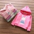 Девочка майка с длинным рукавом кролик девочки футболки зима весна девочка одежда с капюшоном Плюс бархат дети фуфайка
