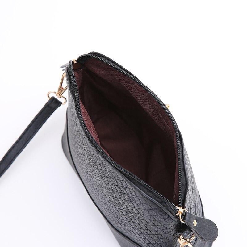 c1233e034 Aliexpress.com: Comprar Venta caliente! 2019 de mensajero de mujer, bolsas  de moda Mini bolsa de juguete de forma de mujer bolsa de hombro bolso de  bags ...