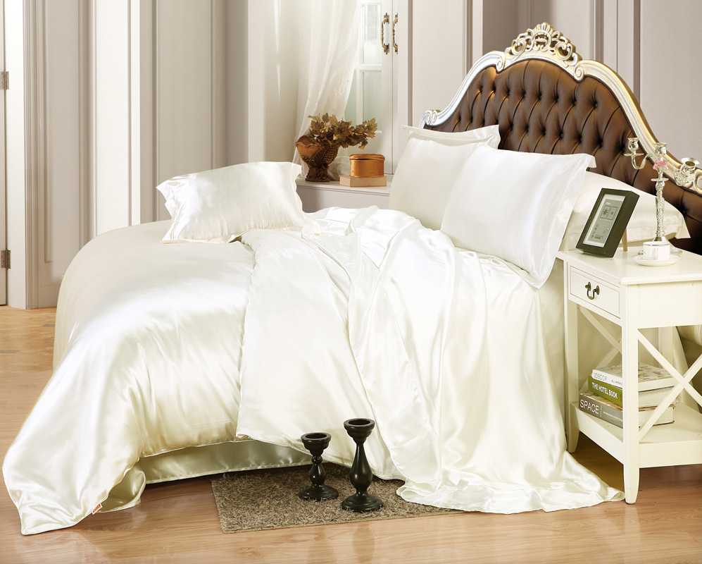 PEACOCK ALLEY Vienna Matelasse QUEEN Coverlet NEW Ivory RETAIL $325