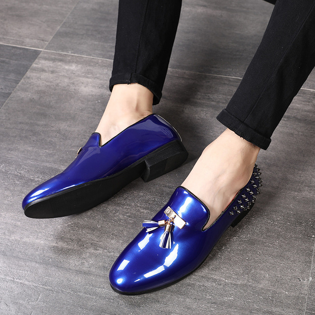 New men party Dress shoes breathable fashion wedding casual shoes Patent Leather Male Casual Flats solid lace up blue red black