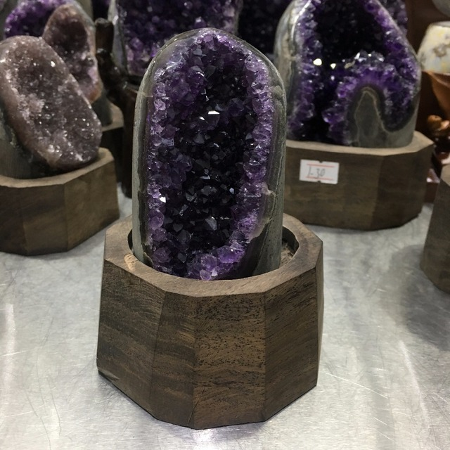 640g Natural Uruguay Purple Amethyst Hole Quartz Crystal+stand