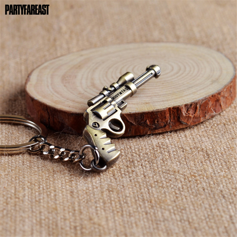 PF Simulation Gun Key Chains Hot Game Handgun Car Keychain Weapons Model Pendant Decoration Key Holder For Male Bag Gifts YS087