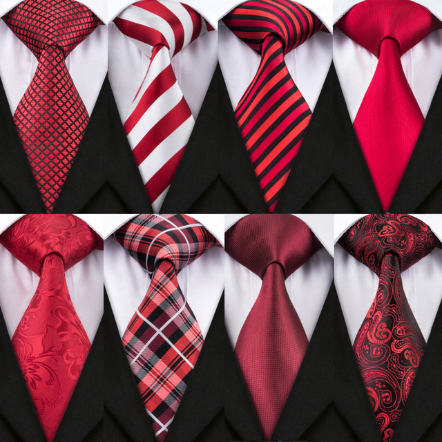 Corbatas Rojas, en conjunto con Gemelos y Pañuelo