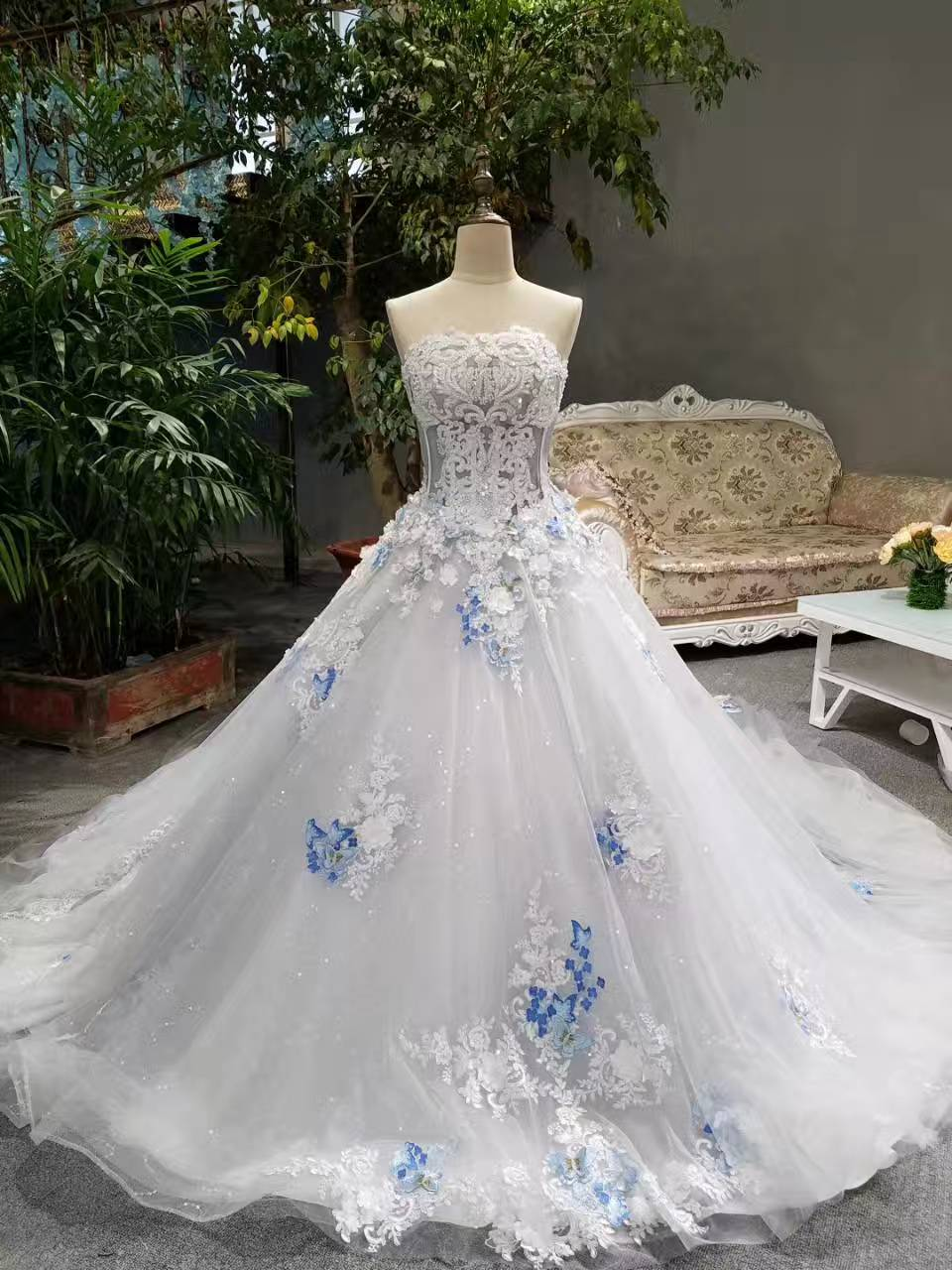 2018 Spring Summer Romantic Luxury Flowers Bow Lace Appliques Glitter Tulle  Tiffany Blue Wedding Dresses White Long Train Bridal-in Wedding Dresses  from ... 0654ad7727e3