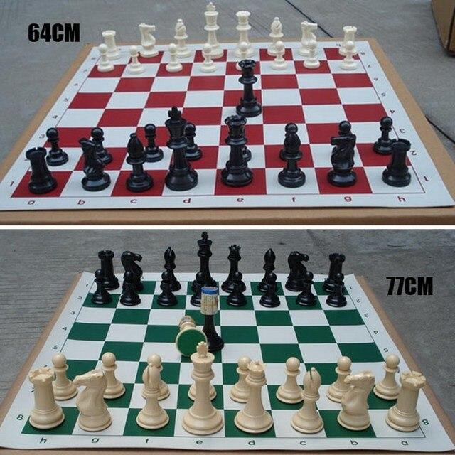 Lot de 32 pièces d'échecs médiévales en plastique - 77mm 2