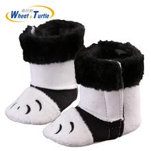 цена Mother Kids Baby Shoes Unisex Faux Fur Inner Booties Infant Baby Anti-silp First Walker Booties Panda Feet Pattern Infant Boot онлайн в 2017 году