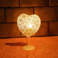 2016 Modern Metal Hollow Candle Holder Heart Shaped White Moroccan European Candlestick Party Supplies Home Wedding